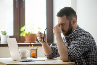 Δουλεύω όλη μέρα μπροστά από έναν υπολογιστή. Πως μπορώ να ξεκουράσω τα μάτια μου;